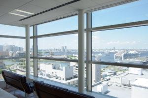 港を眺められるオフィス